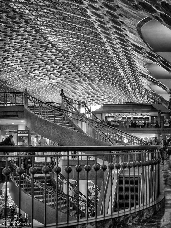 Union Station, Washington, DC, B&W. Shopping platforms.